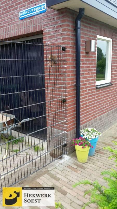 Dubbelstaafmat-hekwerk met muuraansluiting