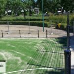 Ballenvanger: dubbelstaafmat-hekwerk om speelveld