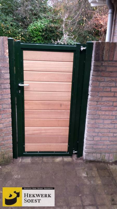 houten poort met metalen frame week 45