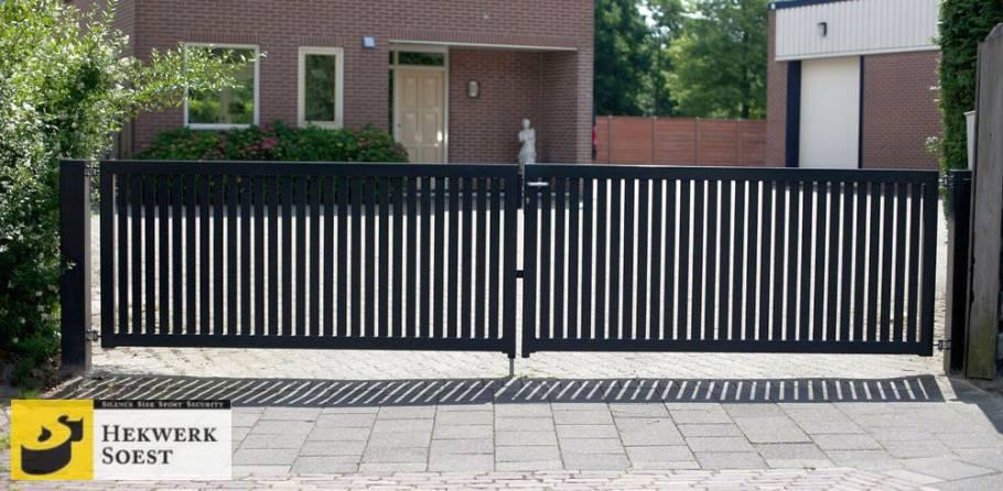 metalen dubbele poort in strak design