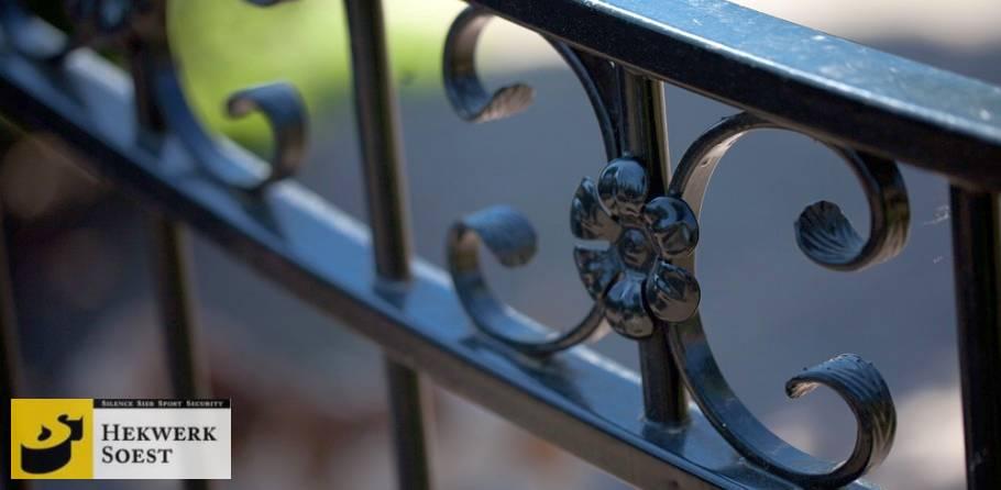 detail van sierornament bloem hekwerk soest