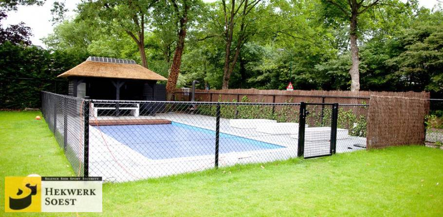 zwembad beveiligd met gaashekwerk - hekwerk soest b.v.