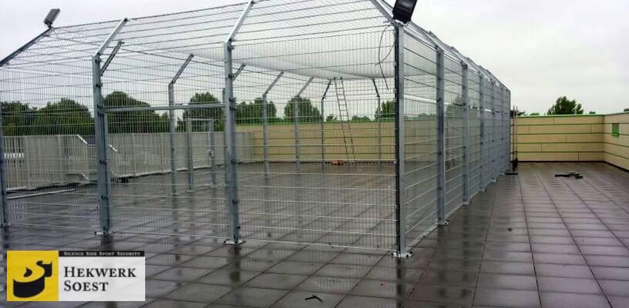 voetbalkooi op dak - hekwerk soest b.v.