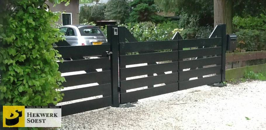 landelijke houten poort met stalen constructie - hekwerk soest b.v.