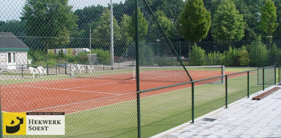 tennisbaanafrastering of hekwerk om tennisbaan - hekwerk soest b.v.
