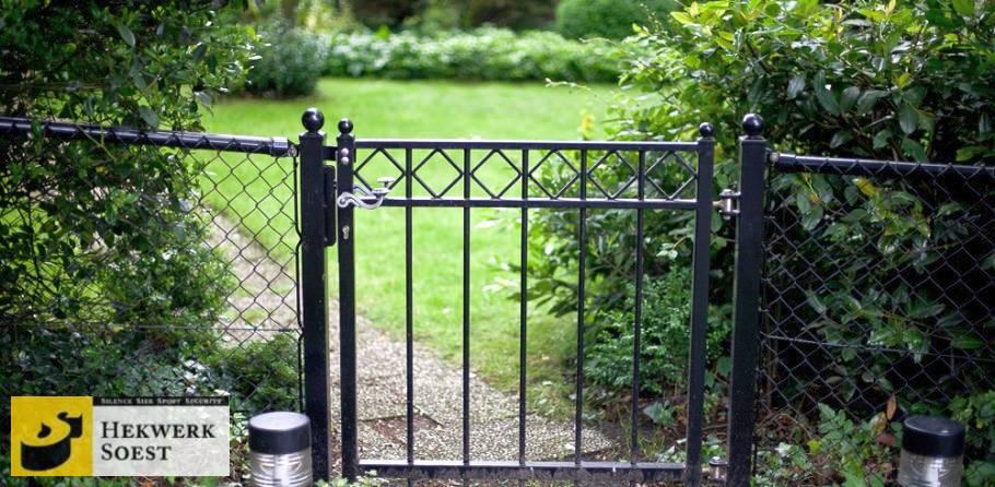 sierloop-poort met vierkante ornamenten  - hekwerk soest b.v.