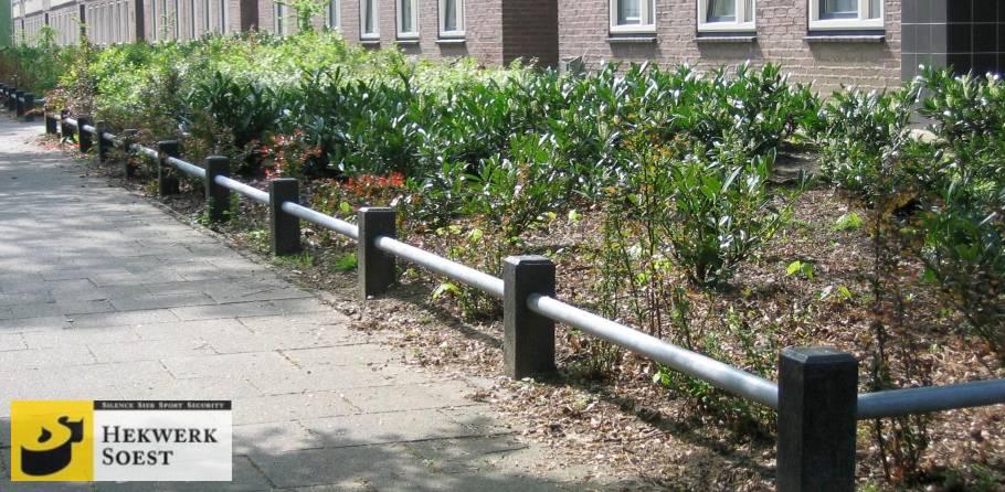 plantsoenhekwerk bovenbuis door vierkante kunststof staander - hekwerk soest b.v.