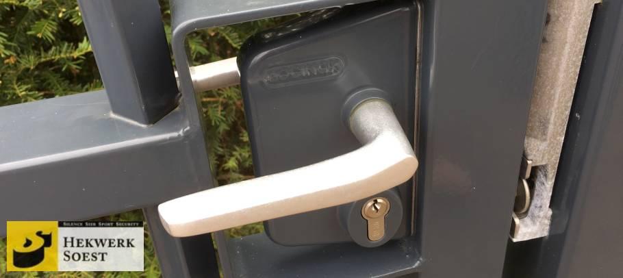 deurkruk in poort 2
