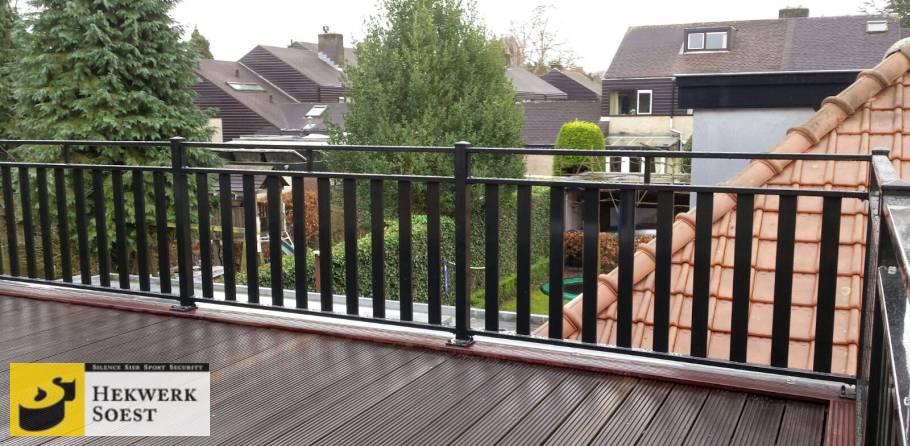 hekwerk op balkon met lamellen