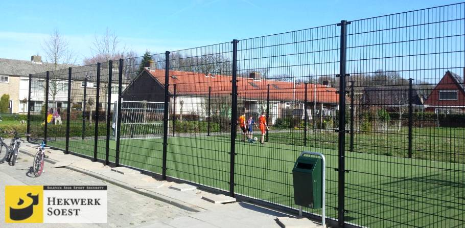 ballenvanger om voetbalveld
