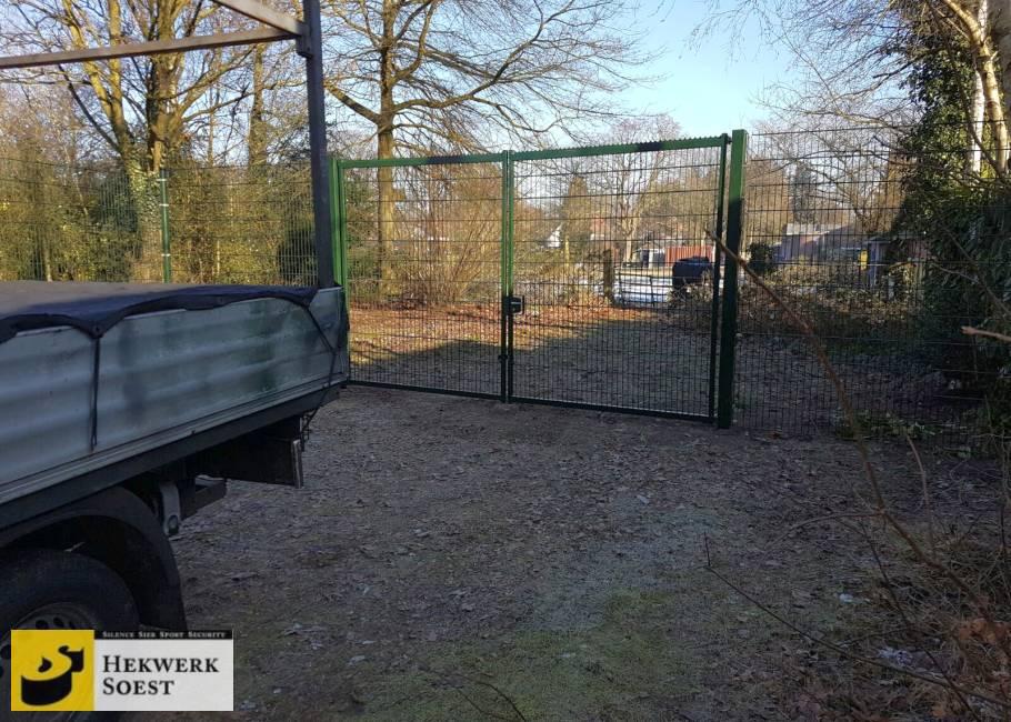 dubbelstaafmat-hekwerk en poort