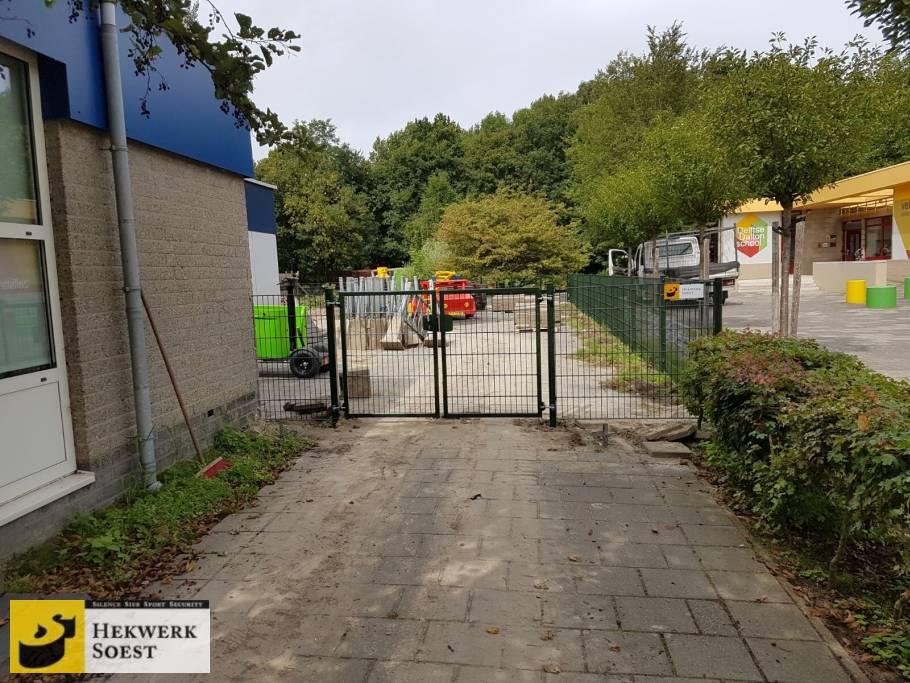 poort bij schoolplein project