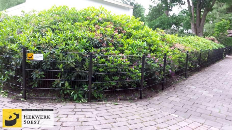 dubbelstaafmat hekwerk langs tuin juni 2017