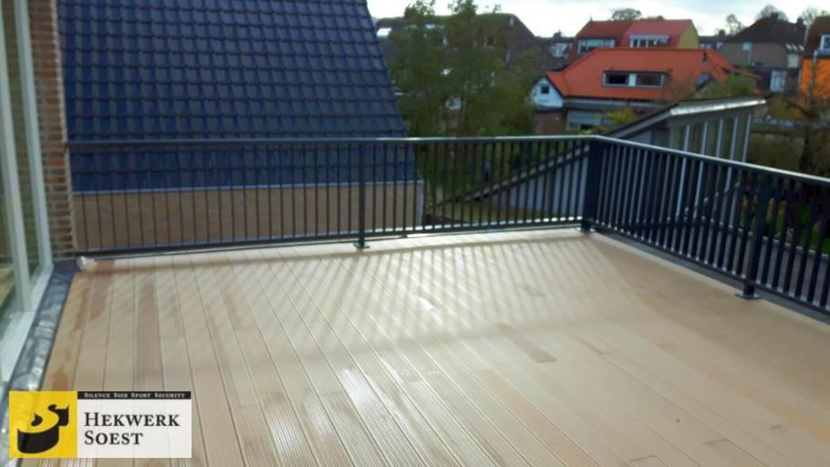 spijlenhekwerk op balkon oktober 2017